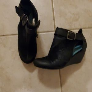 blowfish zip up  Ankle booties boots 6.5